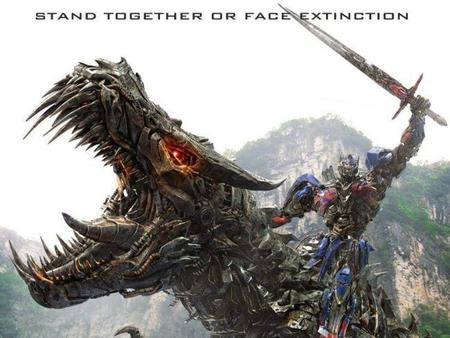 Muchas aventuras y grandes batallas en Transformers: la era de la extinción (Transformers: age of extinction)