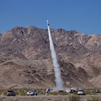 Mike Hughes lo ha conseguido: el primer cohete del programa espacial terraplanista por fin ha podido despegar del suelo