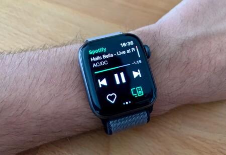 Spotify amplía sus pruebas de reproducción desde el Apple Watch: puede que ya la tengas activa