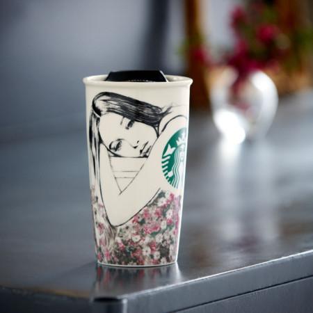 Café para llevar con mucho estilo gracias a la colaboración de Charlotte Ronson con Starbucks