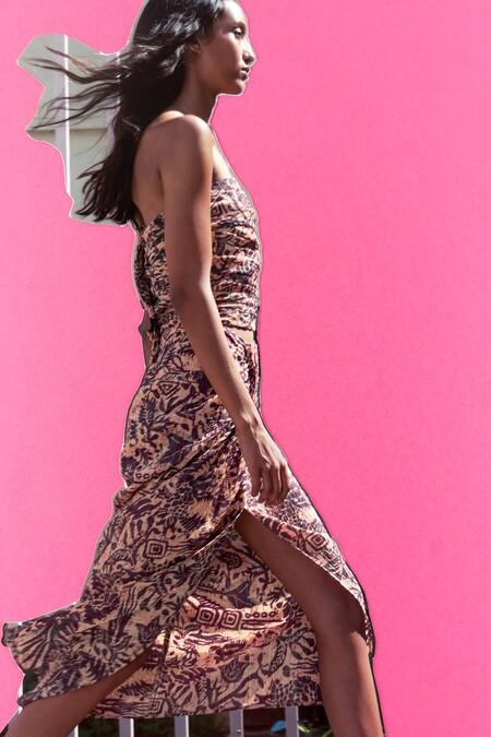 Zara nos da cinco ideas para combinar una falda pareo y ser la más estilosa del paseo marítimo