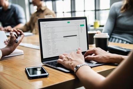 Así se ha convertido el correo electrónico en un pozo negro para la productividad