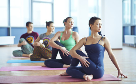 Cinco cosas que tienes que saber antes de entrar a tu primera clase de Yoga
