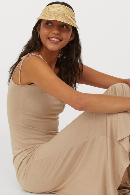Este vestido minimalista de las rebajas de H&M cuesta menos de 9 euros (y nos ha conquistado por completo)