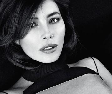 Jessica Biel sucumbe a la fascinación de posar para Patrick Demarchelier luciendo prendas Dior