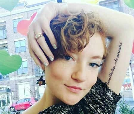 Esta es la increíble historia que hay detrás del tatuaje feminista que todas quieren hacerse