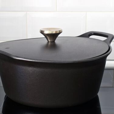 Probamos la cocotte de hierro fundido HearthStone Cookware, fabricada en Cantabria y con garantía de por vida