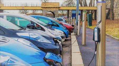 ¿Puede la red eléctrica actual soportar el incremento de consumo con los coches eléctricos?