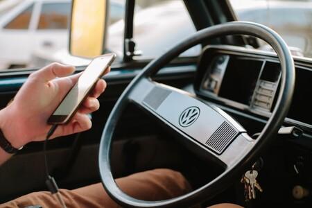 6 puntos menos y 200 euros por usar el móvil al volante: el nuevo proyecto de ley ha sido aprobado en Consejo de Ministros