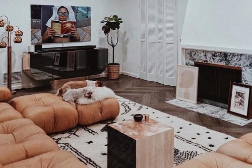 El sofá Camaleonda de Mario Bellini es la última adquisición de la bloguera Aimee Song (The Song of Style)