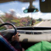 La DGT avisa de los peligros del efecto túnel durante la conducción: qué es y qué lo provoca