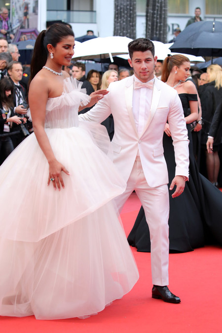 Nick Jonas Se Enfunda En Un Celestial Look Blanco Para La Red Carpet De Cannes 03