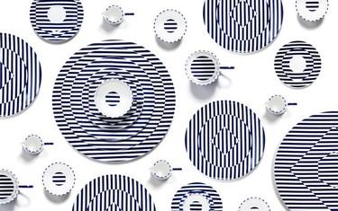 Este verano da un toque marinero a tu mesa con la vajilla en blanco y azul de Richard Brendon