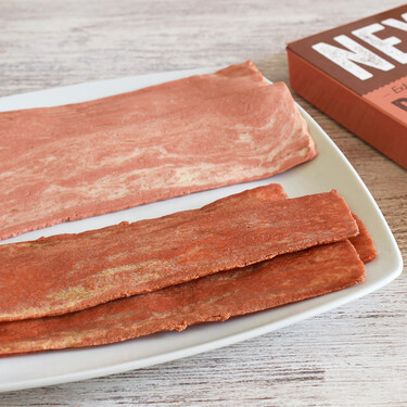 Probamos el nuevo beicon vegano que presume de ser el más crujiente del mercado (y chisporrotea al cocinarlo)