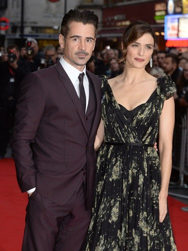Colin Farrell se viste del color de moda, el burdeos, para el estreno de the Lobster