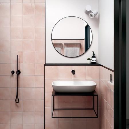 Alerta tendencia: Vuelta a los años 50 con los azulejos cuadrados de intensos colores en baños y cocina