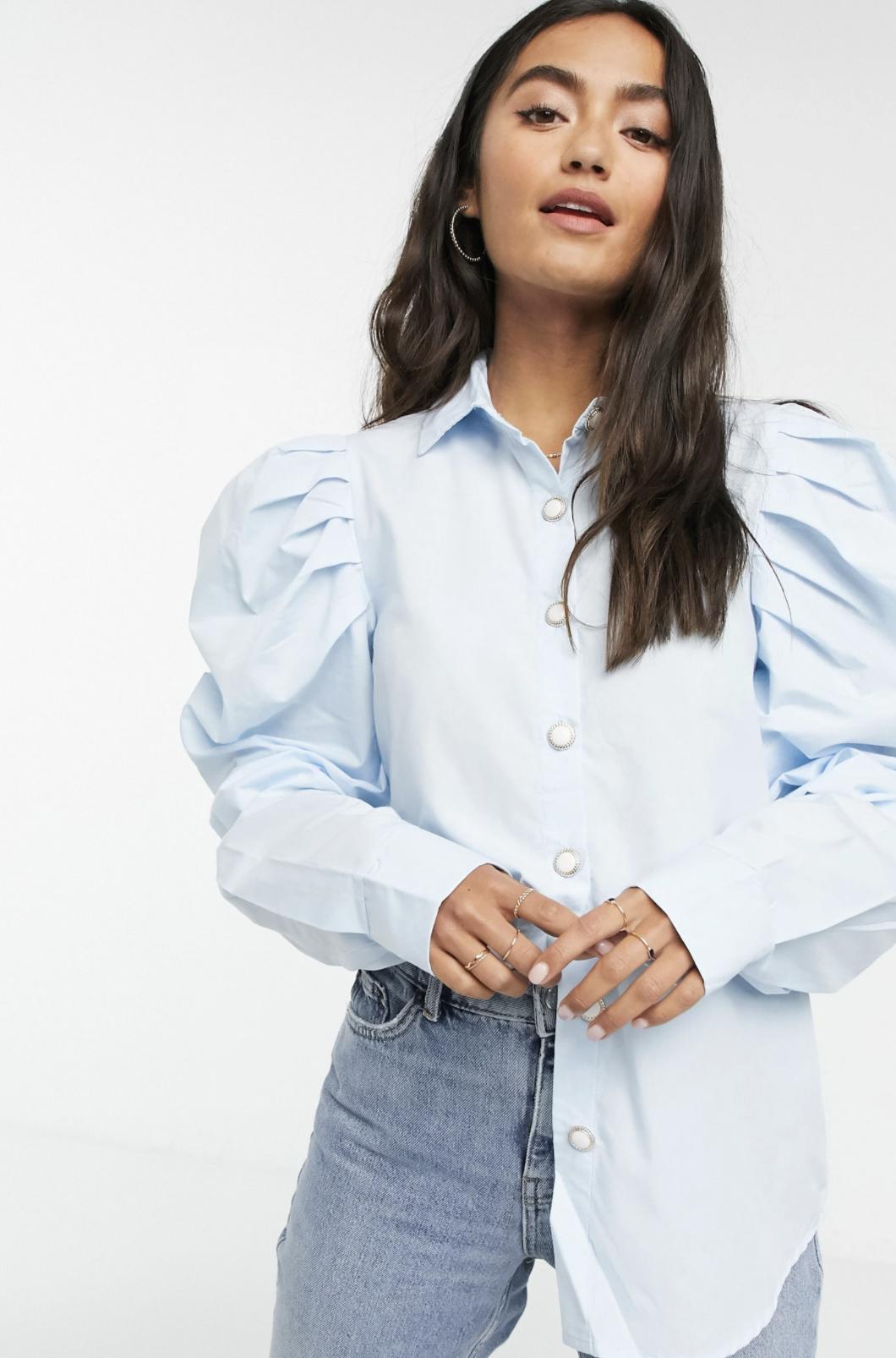 Camisa con mangas abullonadas extremas en azul de Girl In Mind