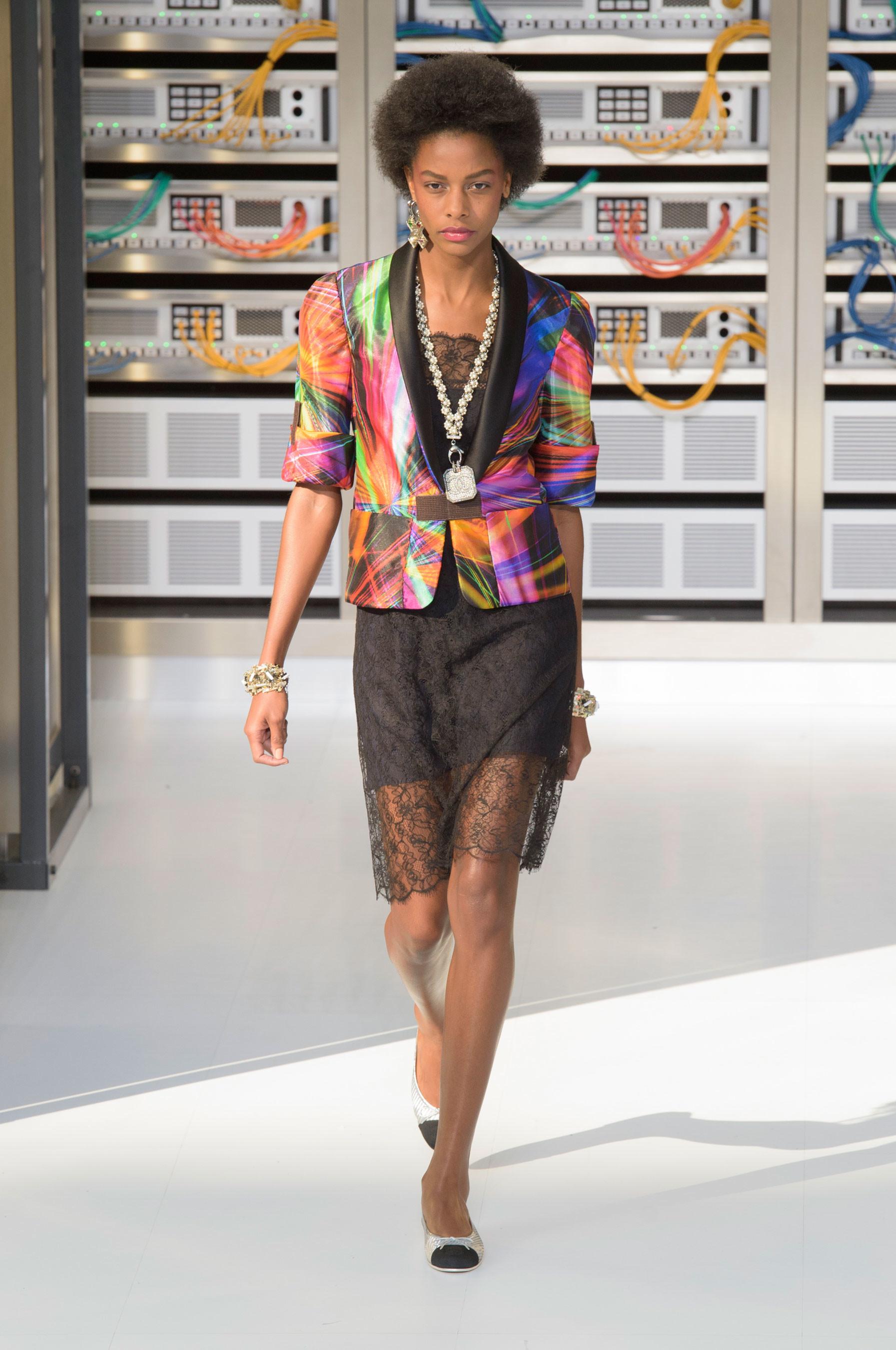 Foto de El regreso al futuro de Chanel en su colección Primavera-Verano 2017 (54/96)