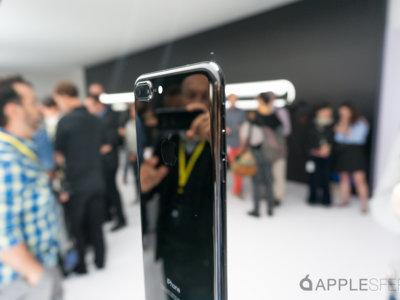 Apple adelanta la entrega de las reservas del iPhone 7 Plus jet black