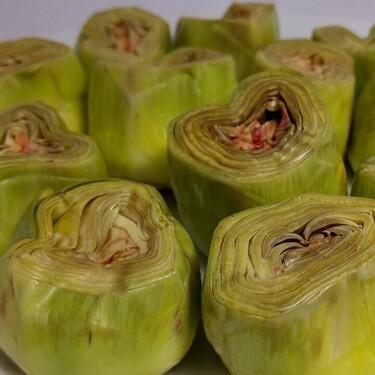 Cómo pelar y preparar las alcachofas para cocinarlas al horno, fritas, hervidas o al microondas
