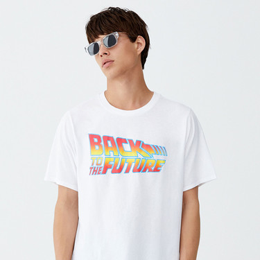 Pull&Bear viaja en el tiempo para traer de regreso las camisetas más cool de los ochenta