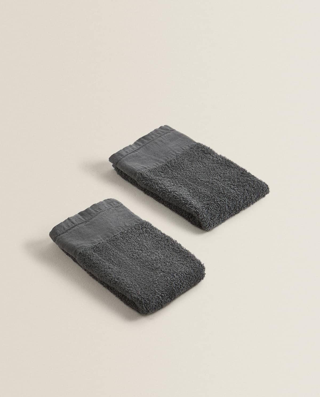"""TOALLA EFECTO LAVADO en gris o en blanco, Debido al acabado especial """"Garment Dyed"""",  las variaciones de color son una parte inherente del producto y hacen que cada toalla sea única"""