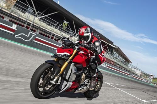 ¡Salvaje! La Ducati Streetfighter V4 asusta con 208 CV sin carenado para 178 kg