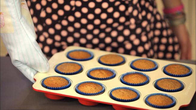 Receta de cupcakes de chocolate blanco decorados con nubes caseras
