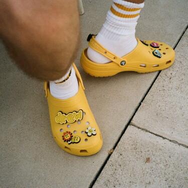 Justin Bieber y Crocs se juntan para personalizar el calzado que triunfó en la cuarentena