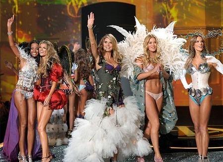 Veinte capas de maquillaje en el trasero de cada ángel de Victoria's Secret