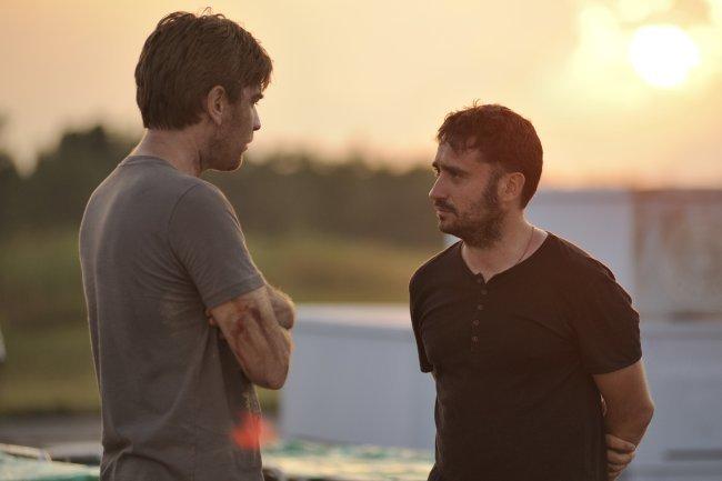 Ewan McGregor y J.A. Bayona durante el rodaje de Lo Imposible