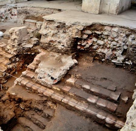 INAH descubre restos del principal juego de pelota de Tenochtitlán
