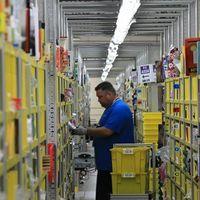 """En Amazon están """"como si fueran navidades"""": contratarán a otras 75.000 personas en EE.UU. y sus acciones se disparan en el NASDAQ"""