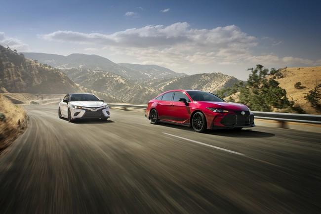 ¡Diversión para toda la familia! Los nuevos Toyota Camry y Avalon TRD tienen 301 hp