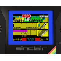 La Sinclair ZX Spectrum Vega Plus es una consola portátil de videojuegos que revive la nostalgia de los 80s