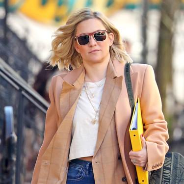 Kate Hudson y Rosalía nos enseñan dos maneras (opuestas) de lucir blazer en primavera