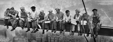 Fotos míticas de la historia: 'Los hombres de la viga', la imagen anónima de los obreros jugándose la vida