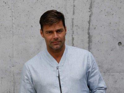 Ricky Martin arriesga y gana en el desfile de Giorgio Armani