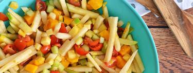 Ensalada de frutas y verduras con aderezo de tamarindo. Receta para un día caluroso