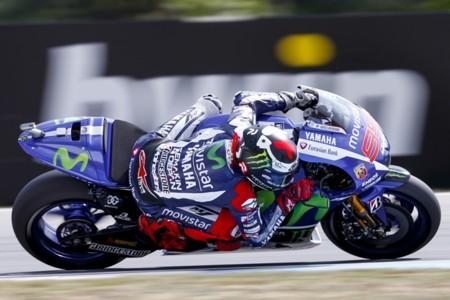 MotoGP República Checa 2015: Danny Kent, Jorge Lorenzo y Tito Rabat marcan la pauta