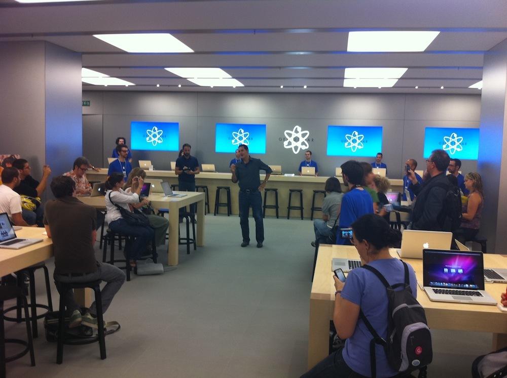 Foto de Inauguración Apple Store La Maquinista (29/93)