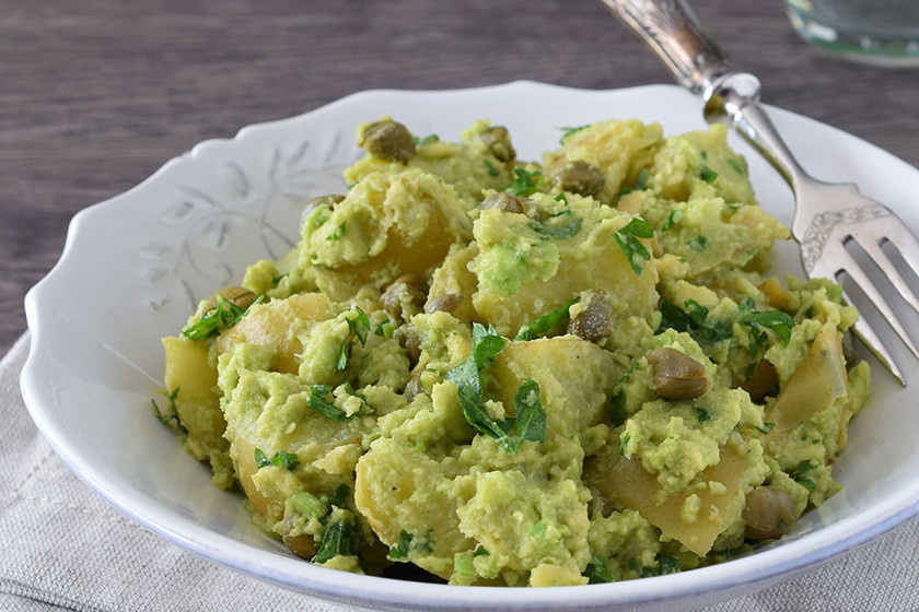 Ensalada de patata cremosa con salsa de aguacate: receta saludable y fácil