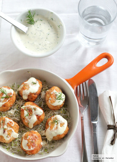 Albóndigas de salmón noruego en salsa de eneldo, receta ligera