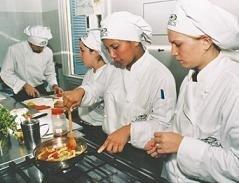 ¿No tenemos cocineros en España o es que cobran mucho?