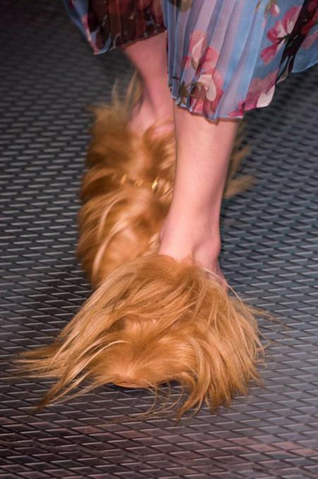 No querrás ni oír hablar de ellos, pero terminarás queriendo unos: los zapatos-yeti de Gucci