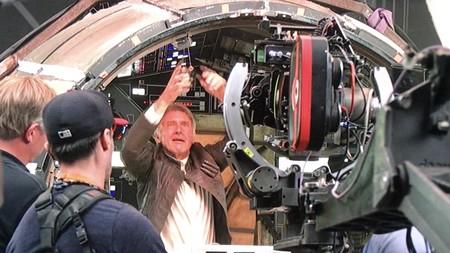 Harrison Ford coloca los dados en el Halcón
