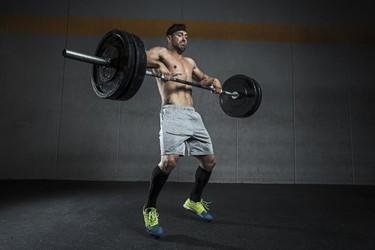 41 ejercicios que puedes realizar con una barra como único equipamiento