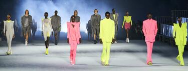 Balmain nos trae la década de los 2000 con su nueva colección Primavera-Verano 2021: vuelven las hombreras (y los tonos neón)
