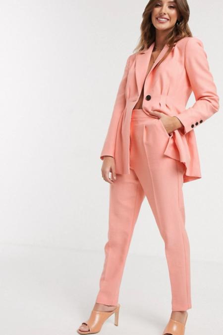 Traje Con Cintura Plisada En Color Melocoton De Asos DesignTraje con cintura plisada en color melocotón de ASOS DESIGN