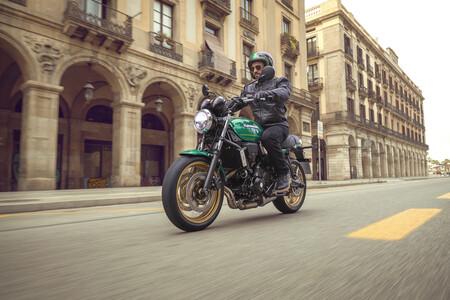 ¡Sorpresa! La nueva Kawasaki Z650RS aterriza en el mercado de las naked con 68 CV y una estética retro que enamora a primera vista